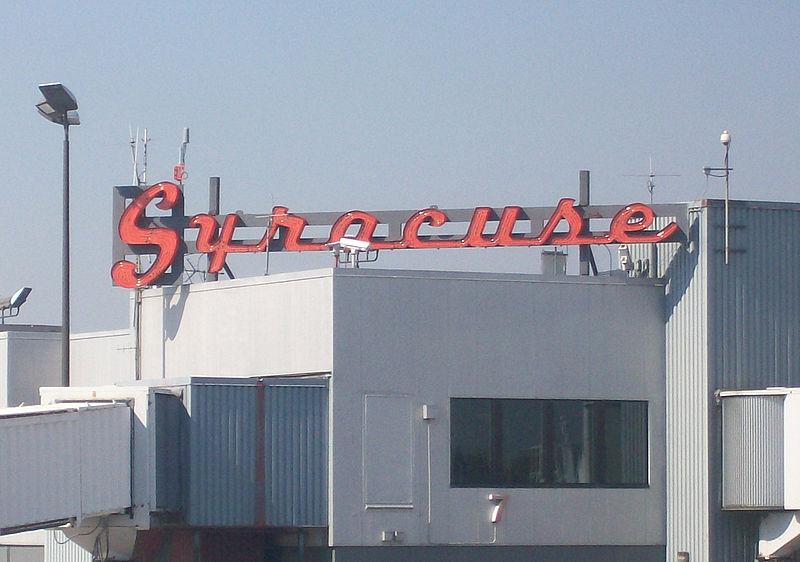 800px-SyracuseAirportSign